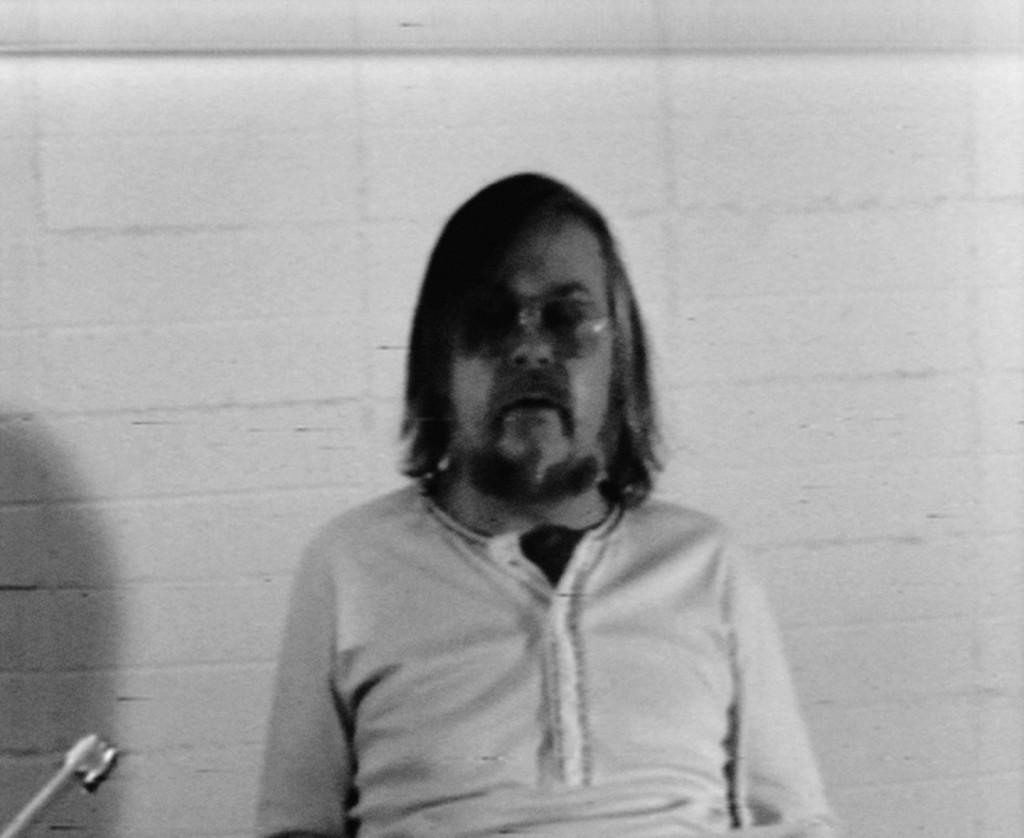 Baldessari Sings LeWitt, 1972. Still da film. Courtesy John Baldessari Studio