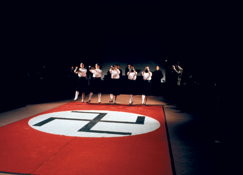Che cosa è il fascismo (1993). Performance al Museo Pecci, Prato. Fotografia di Claudio Abate.