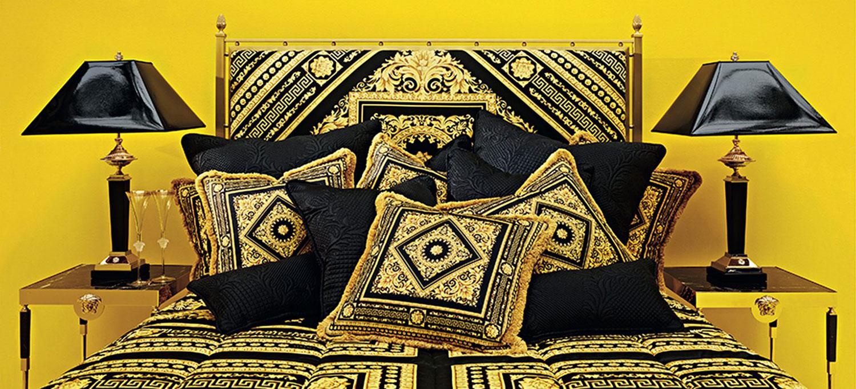 Veduta di un interno arredato con prodotti Versace Home.